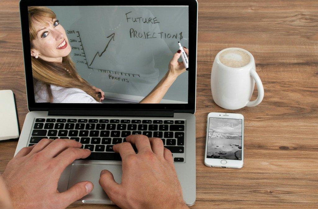 まとめ:Zoomでオンラインホームルームや短い授業ならできる!